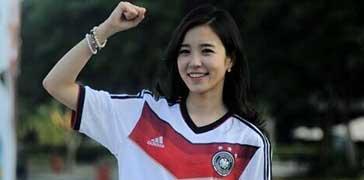 世界杯爆红女主播湿身挑战