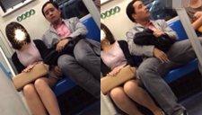 实拍中年大叔上海地铁9号线偷蹭女子大腿