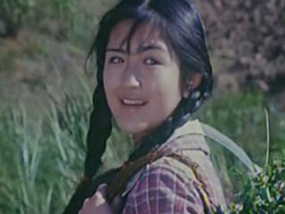 谢娜14岁拍电影青涩照曝光 麻花辫婴儿肥