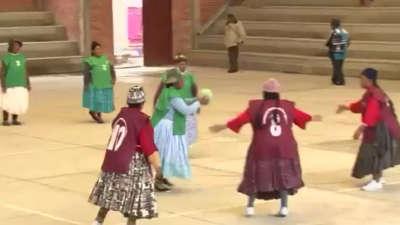 南美木工组老年手球队不服小广场PK苹果舞-乐滑板奶奶图片