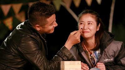 任重剥虾打动林心如 韩式浪漫石榴夫妇互送惊喜