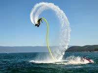 水上飞板技能横空出世 神奇装置助力飞天酷似阿童木