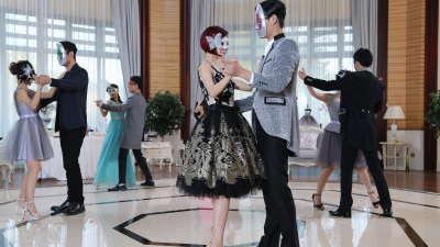 三位王子邀安小主跳舞 琪琪舞姿优雅展女神风采