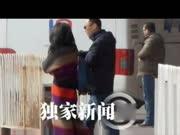 王菲回京被堵淡定而行 李亚鹏会所休闲谢顶严重