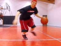 背后和转身运球教学[篮球运球]