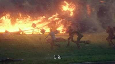 """《不惧风暴》全新预告 超级""""烈焰龙卷""""从天而降"""
