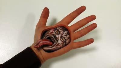 艺术家创作手掌3d立体画 手心似被掏空