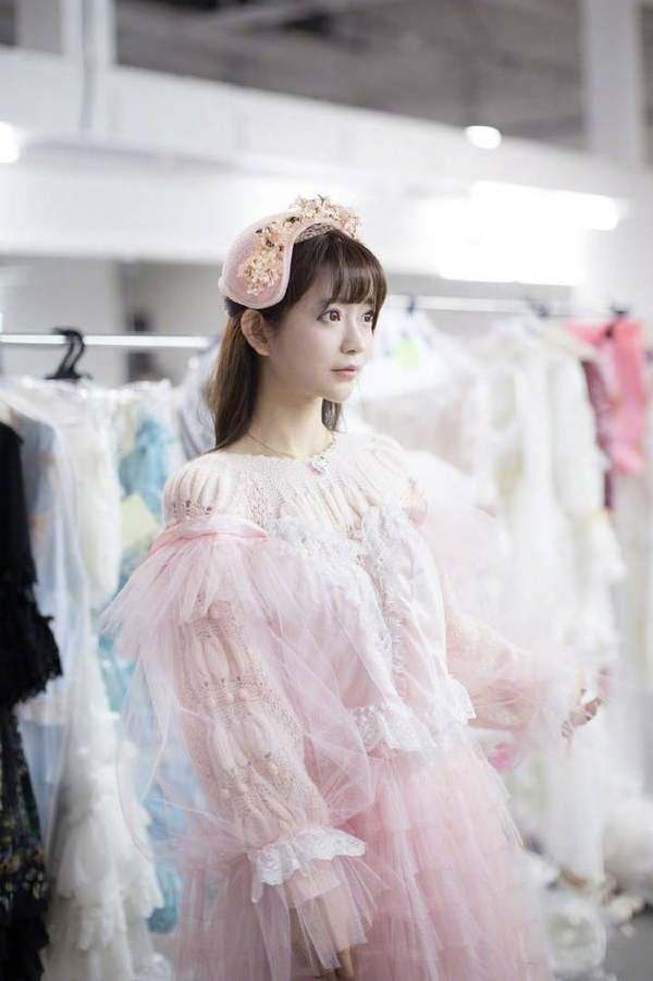 韩国第一美少女晒新照 粉红小公主清纯可爱让人心醉