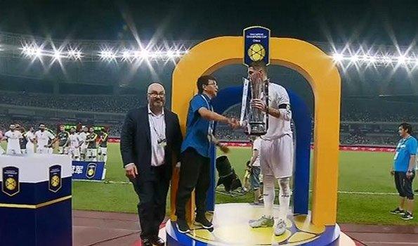 乐视体育CEO亮相ICC 雷振剑为皇马颁冠军奖杯