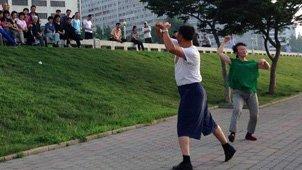 广场舞不是中国专利实拍朝鲜大妈跳广场舞