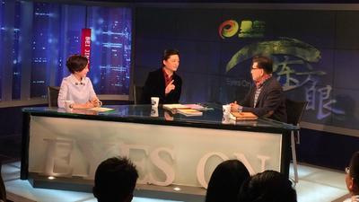 小崔对话人大代表曹可凡 记者体验东方眼发言电话亭