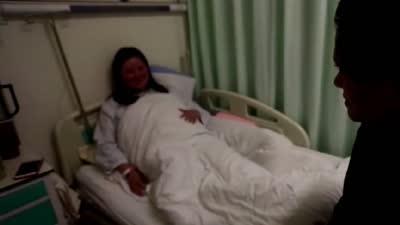 没有脉搏的产妇 失去呼吸的早产儿