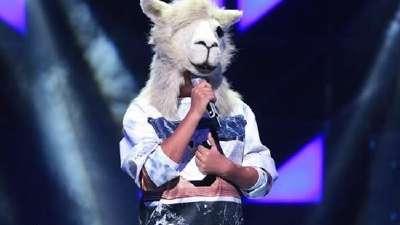《蒙面歌王》首播引热议 羊驼戴面具照样被认出?