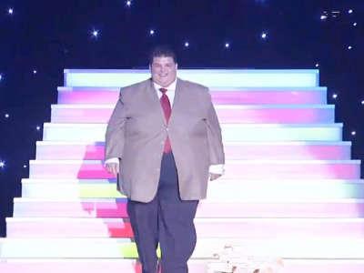 《幸福来敲门》20151128:400斤外国小伙求减肥 生活乐观心态惹人羡慕
