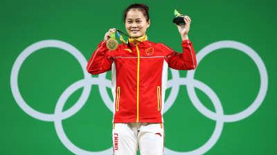 中国第6金 女子举重63公斤级决赛邓薇夺冠