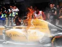 F1马来西亚站FP1:马格努森赛车着火引发红旗