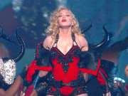 麦当娜 - Living For Love (Madonna 57届格莱美音乐奖演出)