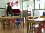 幼儿园男职工在老师水杯中撒尿 只为泄私愤