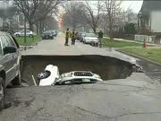 芝加哥天坑吞下3辆汽车