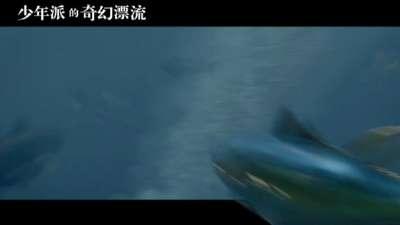 《少年派的奇幻漂流》片段之海上飞鱼来袭
