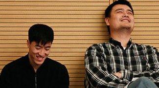 刘翔姚明两会基情不减 萌身高+经典笑容