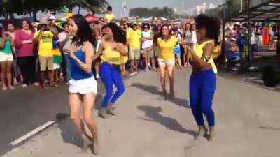 里约再现性感桑巴  美女如云舞动街头