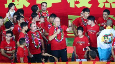 广州恒大六连冠庆祝仪式 花车游行全场高唱队歌