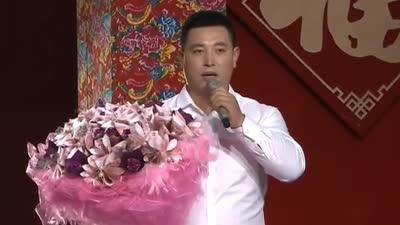 村主任百元纸币任性扎鲜花