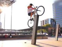 自行车的新高度 一个轮也能猛蹬