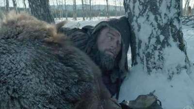 金球提名《荒野猎人》首曝片段 莱昂纳多骑马坠崖生死未知