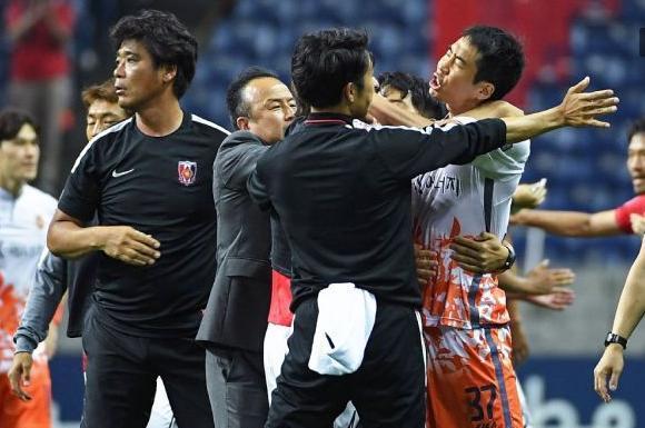 日韩撕逼到底 都告到亚足联 都求重罚对方 中国或将坐收渔利!