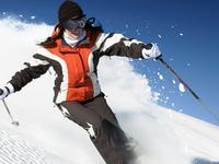 萌妹征战滑雪公开赛 360度大回转首战告捷
