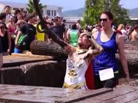澳洲跑步障碍赛 美女湿身嗨翻天