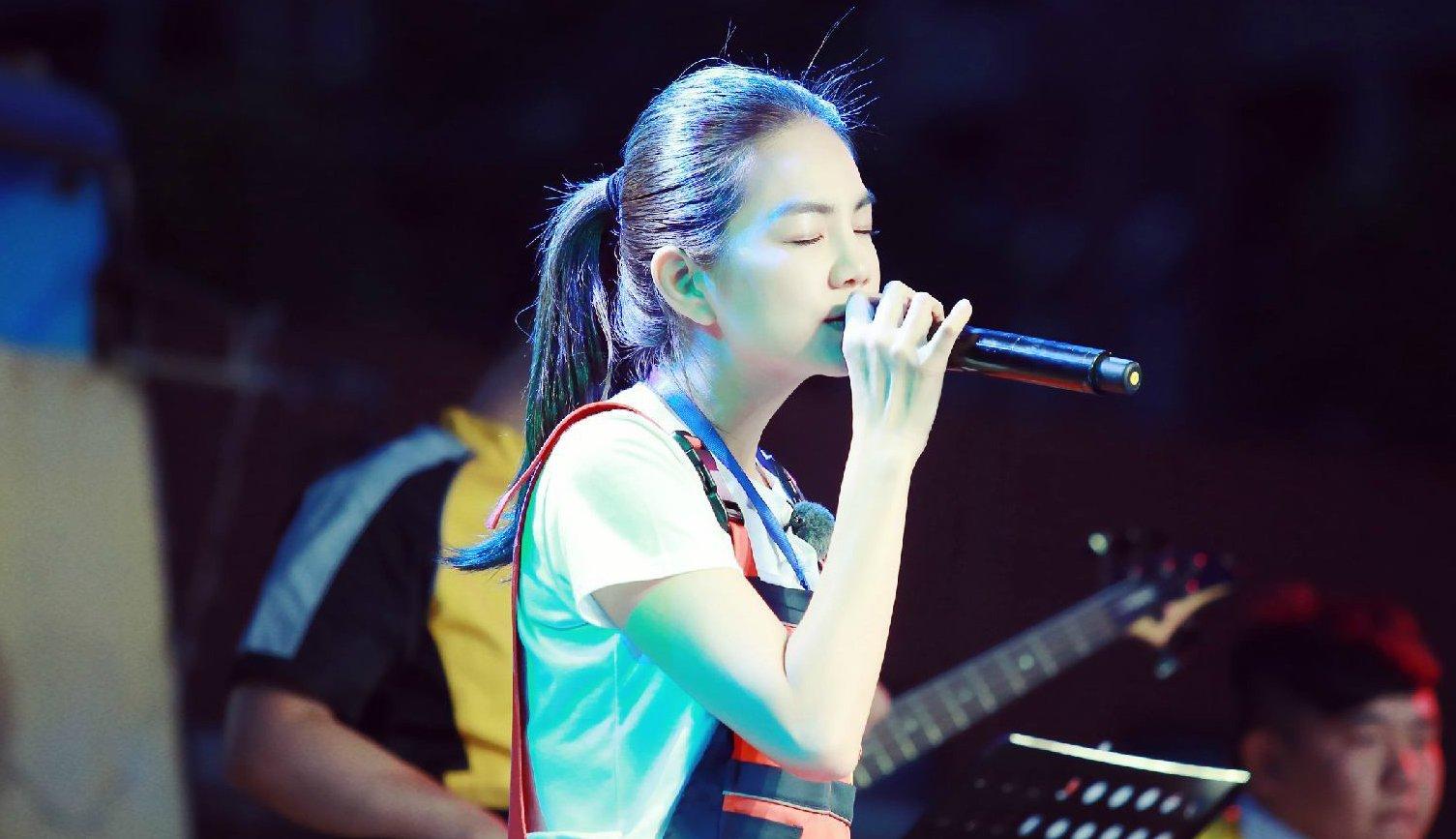 Ella感人献唱《情书》