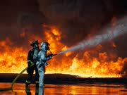 粮仓被毁于火中(Schuur verwoest door brand in Drachten 360°)
