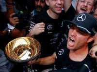 直击梅赛德斯P房 车队庆祝F1日本站提前卫冕总冠军