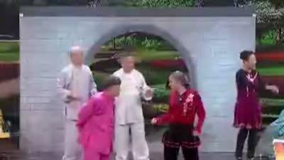 广场舞大妈太极拳大爷开战