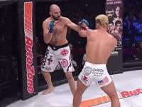 连续重拳击倒对手 阿隆索首回合TKO考斯切克