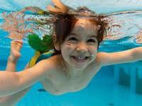 厉害了我的娃娃 原来宝宝是这样学会游泳的