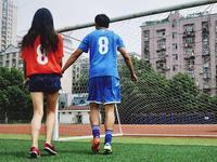男朋友看球时千万别惹!暖男也会秒变野兽