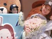 赵丽颖生日被礼物包围 在巨大茶杯里卖萌超可爱