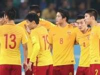 【乌兹别克2-0中国】后防失误孙可伤退 国足0-2客负乌兹4战仅1分