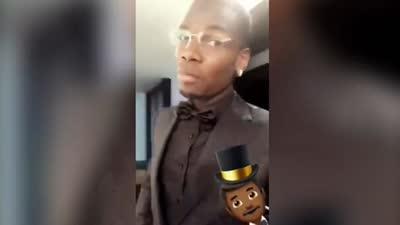 曼联颁奖礼博格巴化身型男 西装革履自拍帅气十足