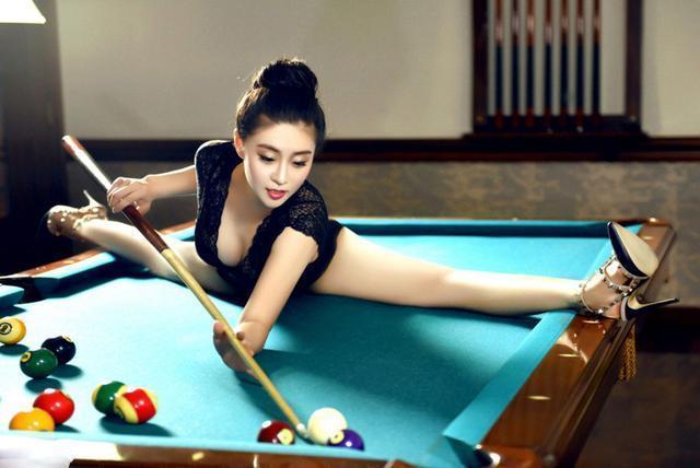 柔术女神超软肢体 打起台球连潘晓婷都弱爆了