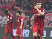 中超-上港3-0延边四连胜 埃神双响王燊超远射