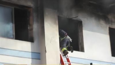 在建冷库起火 消防紧急救援