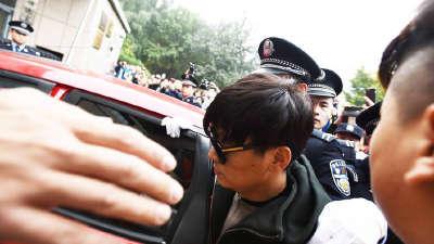 王宝强现身离婚案庭前会议