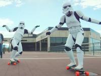 弱智喽啰欢乐多 帝国冲锋队玩起滑板大比拼