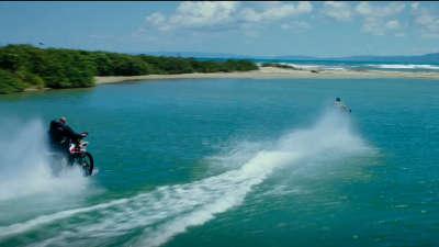 《极限特工3:终极回归》极限运动片段:海上摩托追逐