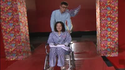 神秘嘉宾坐轮椅空降现场
